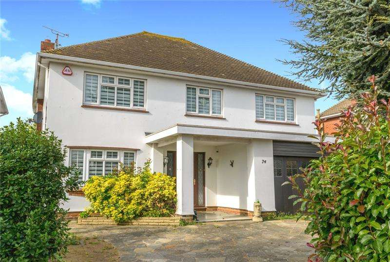 4 Bedrooms Detached House for sale in Wansfell Gardens, Thorpe Bay, SS1