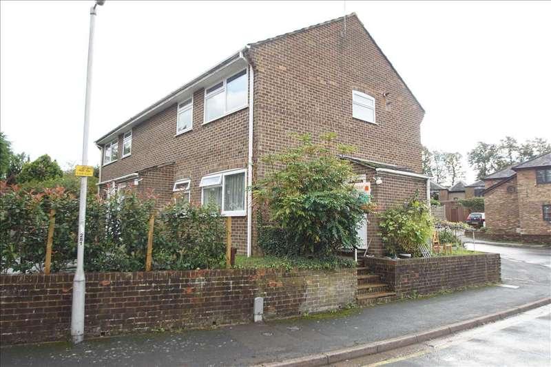 2 Bedrooms Maisonette Flat for sale in Bay Tree Court, Burnham