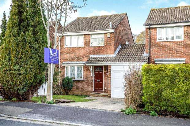 3 Bedrooms Link Detached House for sale in Reedmace Close, Waterlooville, Hampshire