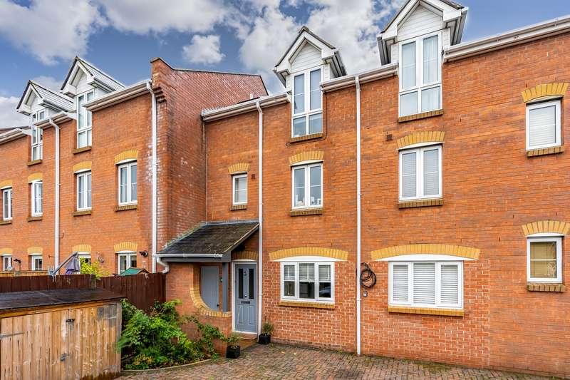 4 Bedrooms Town House for sale in Station Road, Netley Abbey, Southampton, Hampshire. SO31 5AE