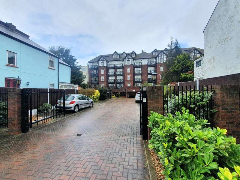 2 Bedrooms Flat for sale in 260-280 Leigh Road, Leigh on Sea, Essex, SS9 1DL