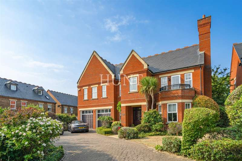 5 Bedrooms Detached House for sale in Clarence Gate, Repton Park, Woodford Green, Essex