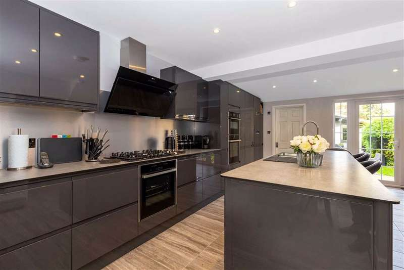 3 Bedrooms Semi Detached House for sale in Mounthurst, Hayes