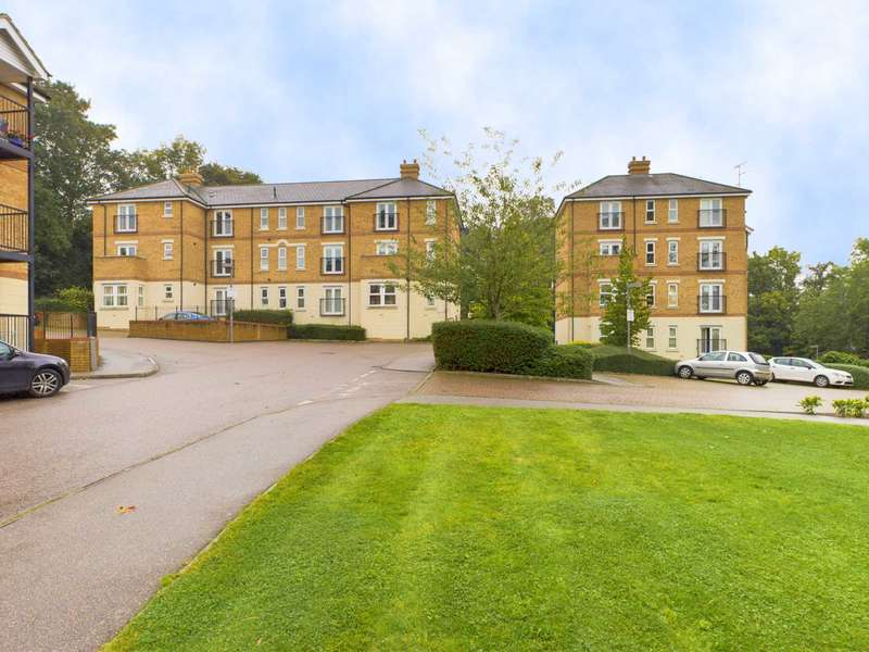 2 Bedrooms Apartment Flat for sale in Adrian Close, Hemel Hempstead
