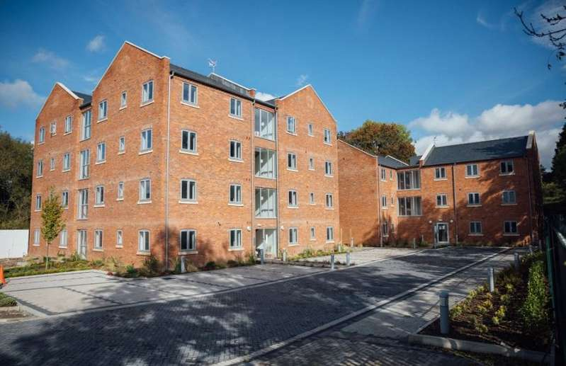 2 Bedrooms Penthouse Flat for sale in Bromyard Road, Worcester, Worcestershire