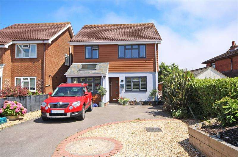 4 Bedrooms Detached House for sale in Barton Lane, Barton on Sea, New Milton, Hampshire, BH25