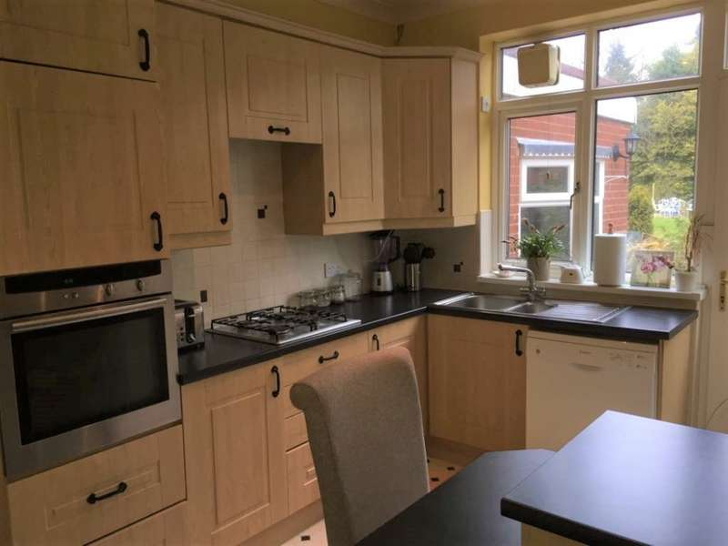 3 Bedrooms Semi Detached House for rent in Arlington rd, West Bromwich,West Midlands