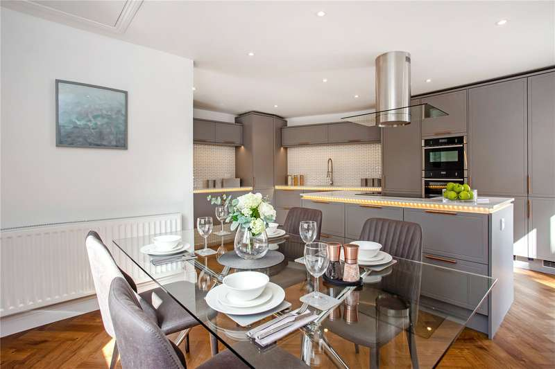 3 Bedrooms Detached House for sale in Waxhouse Gate, High Street, St. Albans, Hertfordshire, AL3
