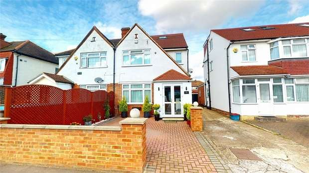 4 Bedrooms Semi Detached House for sale in Ellerdine Road, Hounslow, Middlesex
