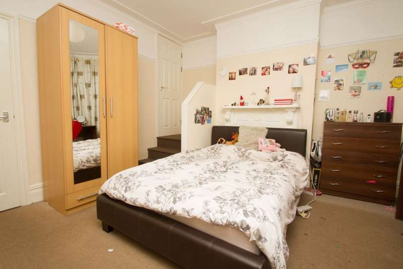 5 Bedrooms House for rent in Burleigh Road, Loughborough, LE11