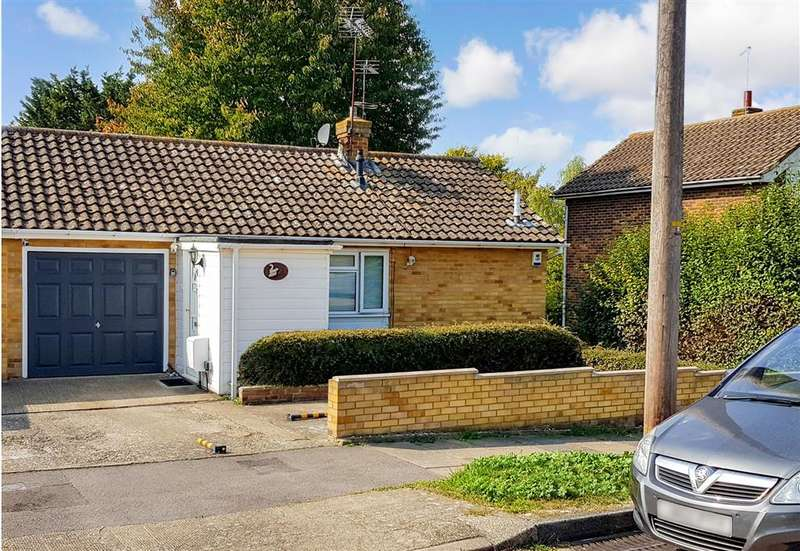 3 Bedrooms Semi Detached House for sale in Lyndhurst Way, , Istead Rise, Kent