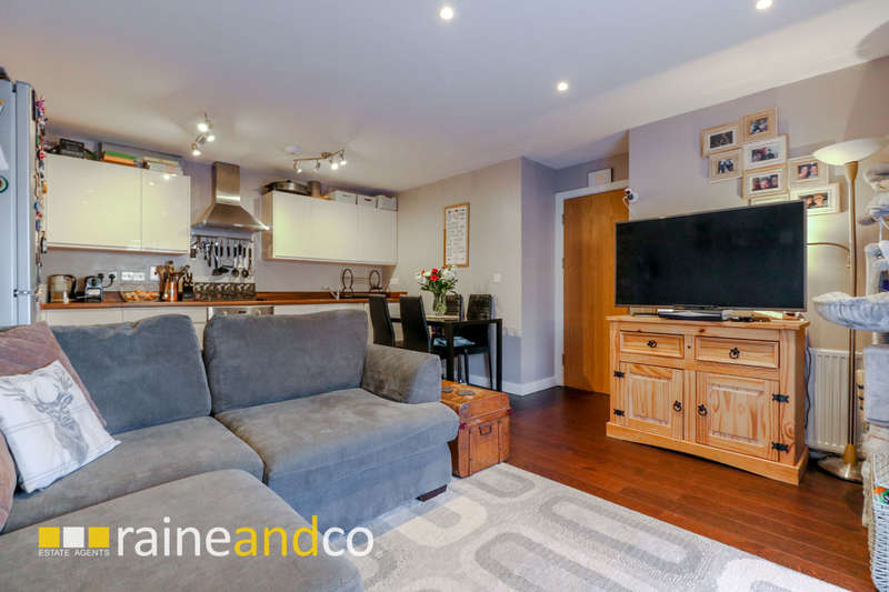 2 Bedrooms Flat for sale in Danestrete, Stevenage, SG1
