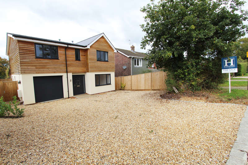 4 Bedrooms Detached House for sale in Upper Crabbick Lane, Denmead