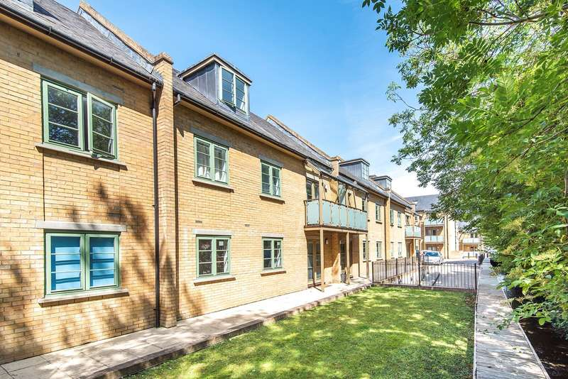 2 Bedrooms Flat for sale in Nightingale Road, Hitchin, SG5