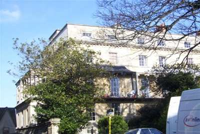 2 Bedrooms Flat for rent in South Parade Mansions, Oakfield Road