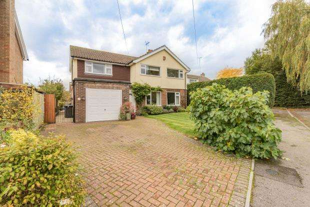 4 Bedrooms Detached House for sale in Veronica Drive, Crookham Village, Fleet