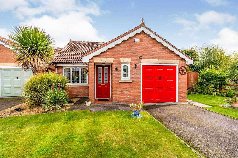 2 Bedrooms Detached Bungalow for sale in Damson Close, Willenhall, West Midlands, WV12