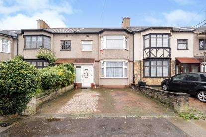 3 Bedrooms Terraced House for sale in Ilford