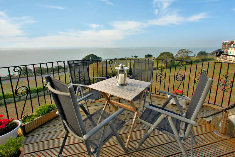 3 Bedrooms Apartment Flat for sale in Clifton Crescent, Folkestone, CT20
