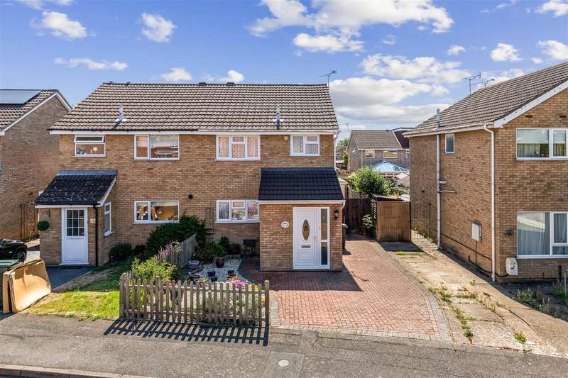 3 Bedrooms Semi Detached House for sale in Charminster, ASHFORD