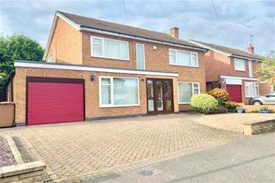 4 Bedrooms Detached House for rent in Normanby Road, Wollaton, NG8 2TA