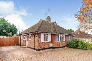 2 Bedrooms Bungalow for sale in Whitehall Crescent, Chessington, Surrey, .