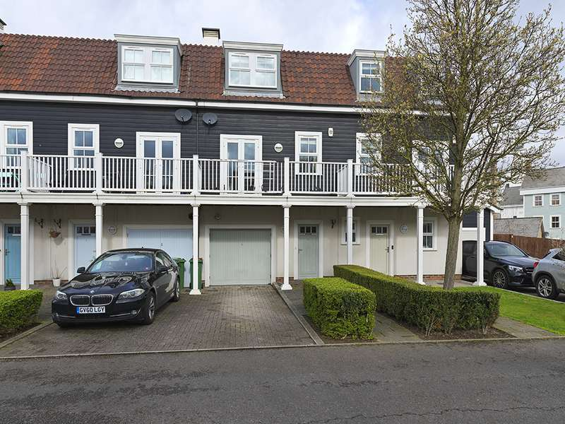 4 Bedrooms Property for rent in Beaumont Drive, Worcester Park