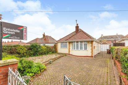 2 Bedrooms Bungalow for sale in St. Thomas Road, Lytham St Anne's, Lancashire, England, FY8