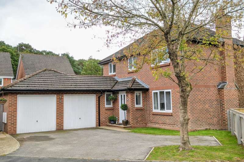 4 Bedrooms Detached House for sale in Hazelwood Drive, Verwood, BH31 6YG