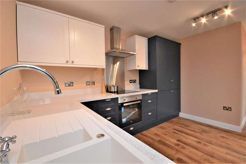 2 Bedrooms Apartment Flat for sale in Apartment with terrace, Eign Road, Hereford