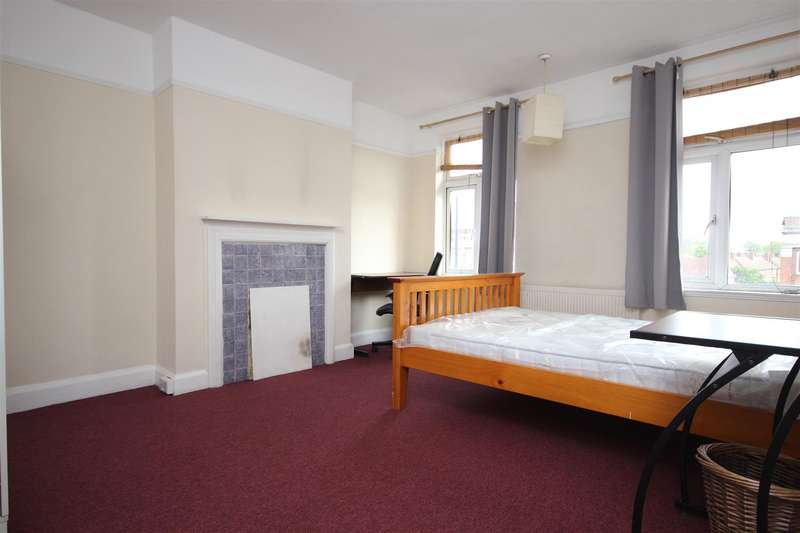 4 Bedrooms Detached House for rent in Old Oak Common Lane, Acton, W3 7NT