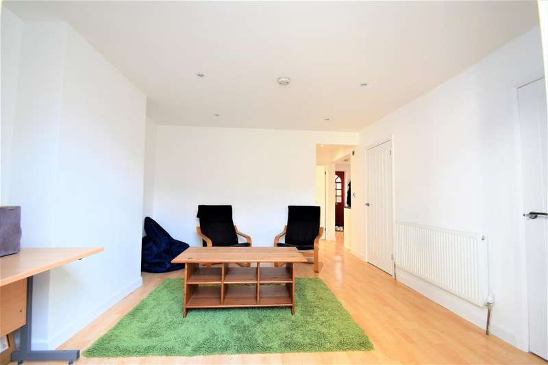 2 Bedrooms Flat for sale in Tylney Road, Bromley
