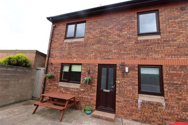 3 Bedrooms Flat for rent in East Dale Street, Carlisle, Cumbria, CA2 5JZ