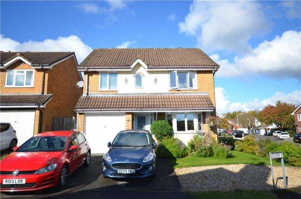 4 Bedrooms Detached House for sale in The Cornfields, Hatch Warren, Basingstoke