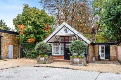 3 Bedrooms Detached House for sale in Kent House Station Approach, Plawsfield Road, Beckenham