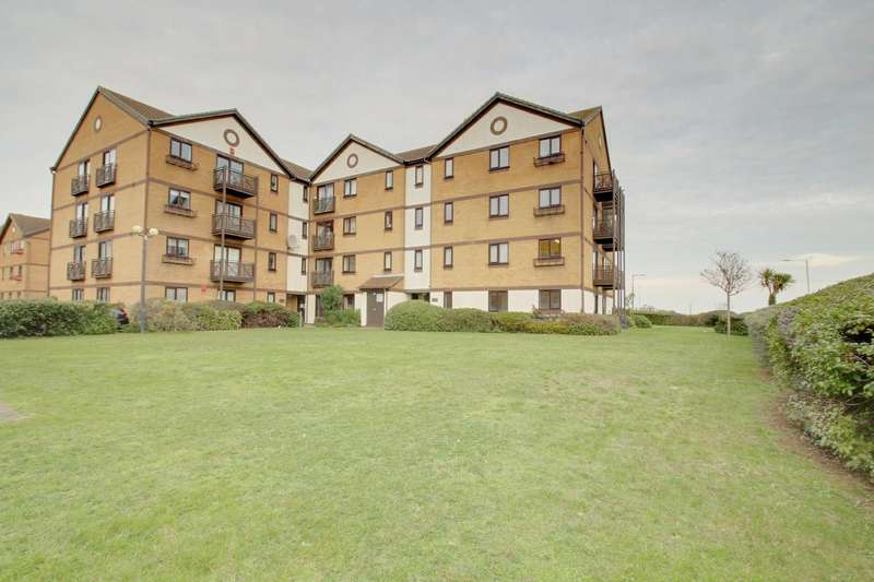 2 Bedrooms Flat for sale in Connaught Gardens East, Clacton-On-Sea