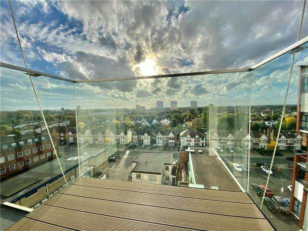 2 Bedrooms Apartment Flat for sale in Victoria Avenue, Southend-on-Sea, Essex