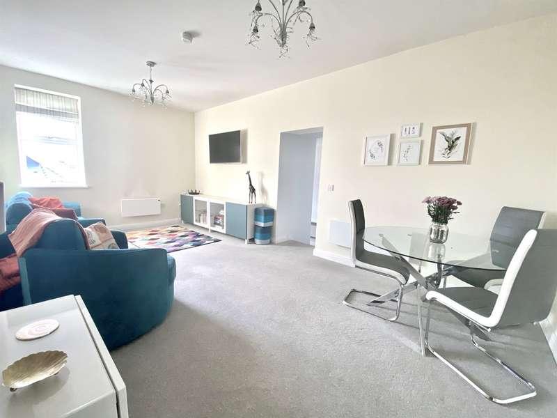 2 Bedrooms Flat for sale in High Street, NEWPORT