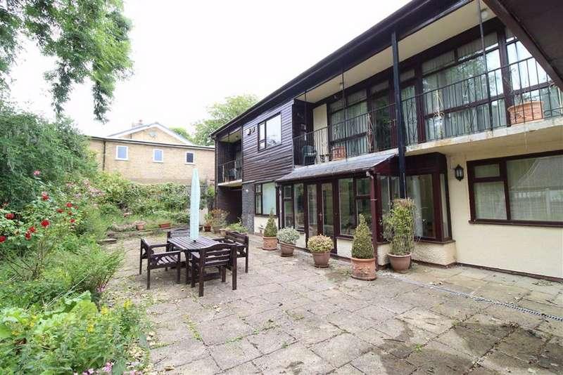 3 Bedrooms Detached House for sale in Old Road, Mottram, Hyde