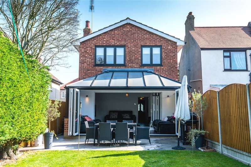 3 Bedrooms Detached House for sale in The Grove, Southend-on-Sea, SS2