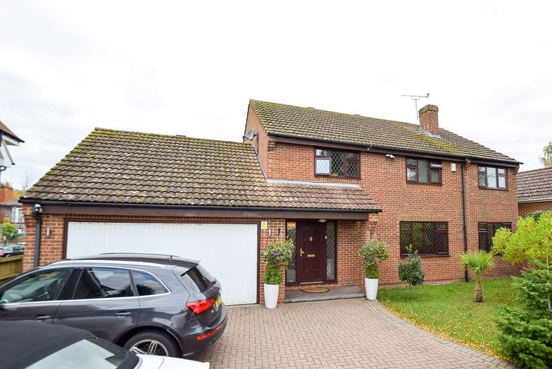 5 Bedrooms Detached House for sale in Park View, Canterbury