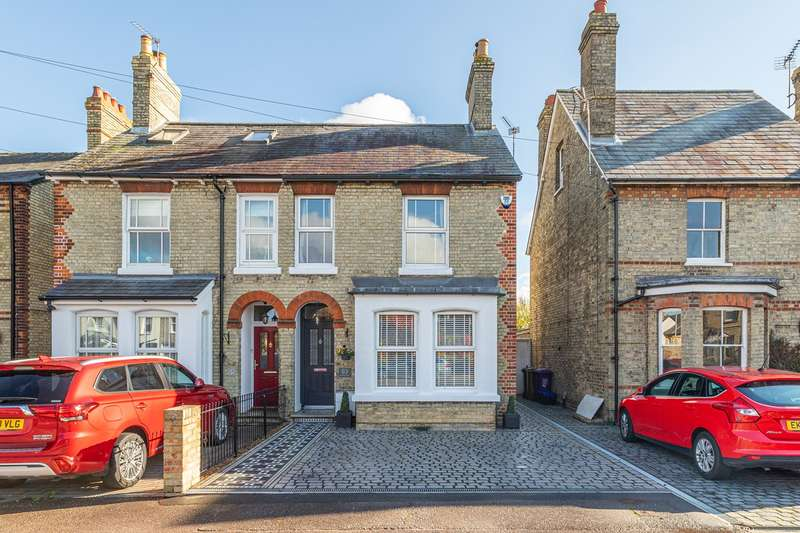 3 Bedrooms Semi Detached House for sale in Melbourn Road, Royston, SG8