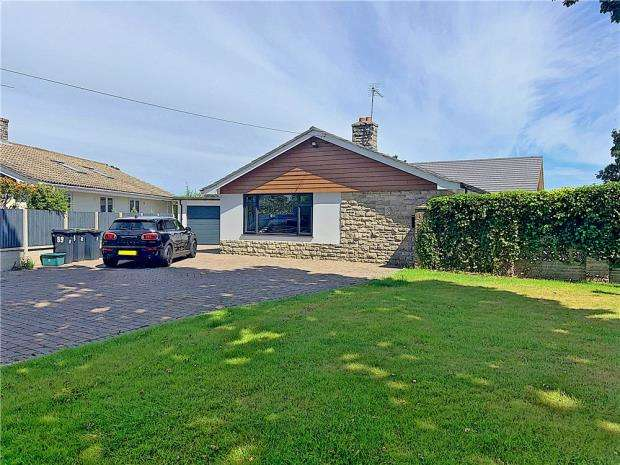 3 Bedrooms Detached Bungalow for sale in West Parley, Ferndown, Dorset, BH22