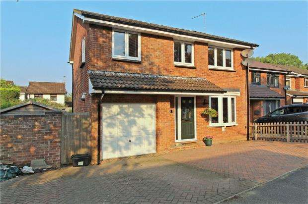 4 Bedrooms Detached House for sale in Ringwood, Hampshire, BH24