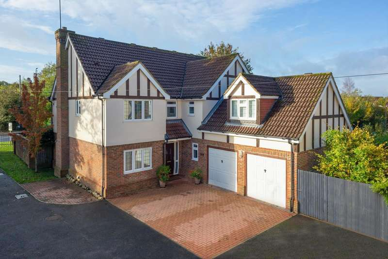 5 Bedrooms Detached House for sale in Ashford Road, Harrietsham, Maidstone, ME17