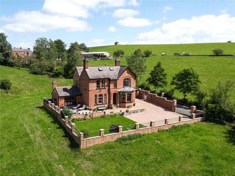 5 Bedrooms Detached House for sale in Park Bridge, Ashton-under-Lyne, Greater Manchester, OL6