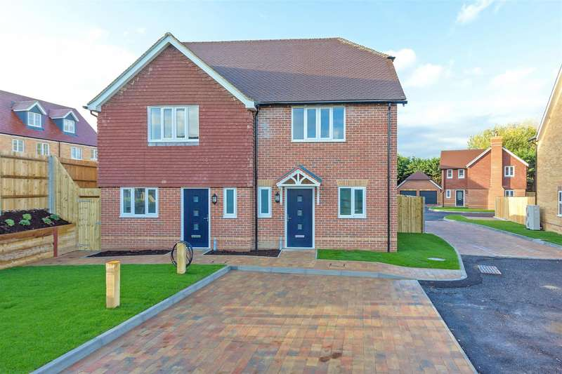 3 Bedrooms Semi Detached House for sale in Coleshall Gate, Iwade, Sittingbourne