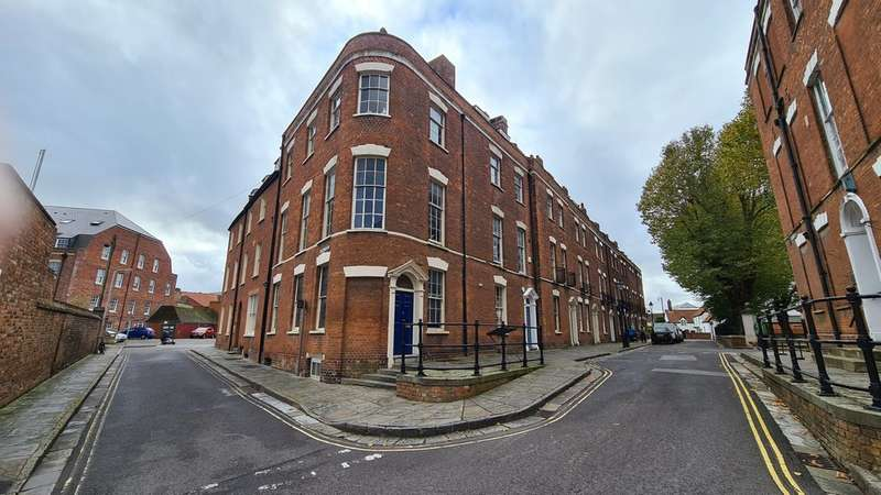 4 Bedrooms End Of Terrace House for sale in King Square, Bridgwater