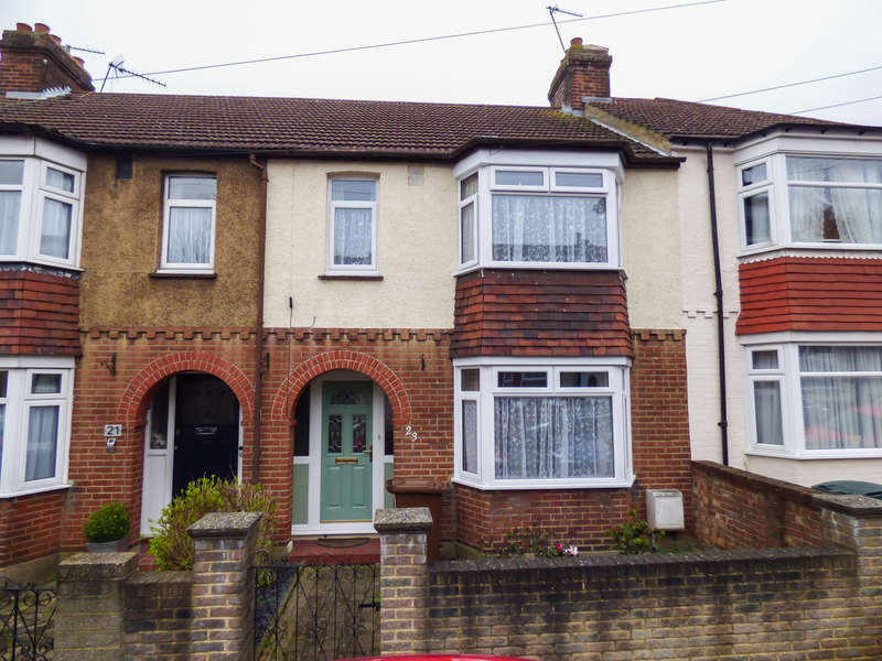3 Bedrooms Terraced House for sale in Ewart Road, Chatham, Kent