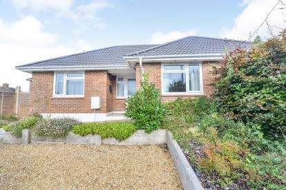 2 Bedrooms Bungalow for sale in Newport, Isle Of Wight, .